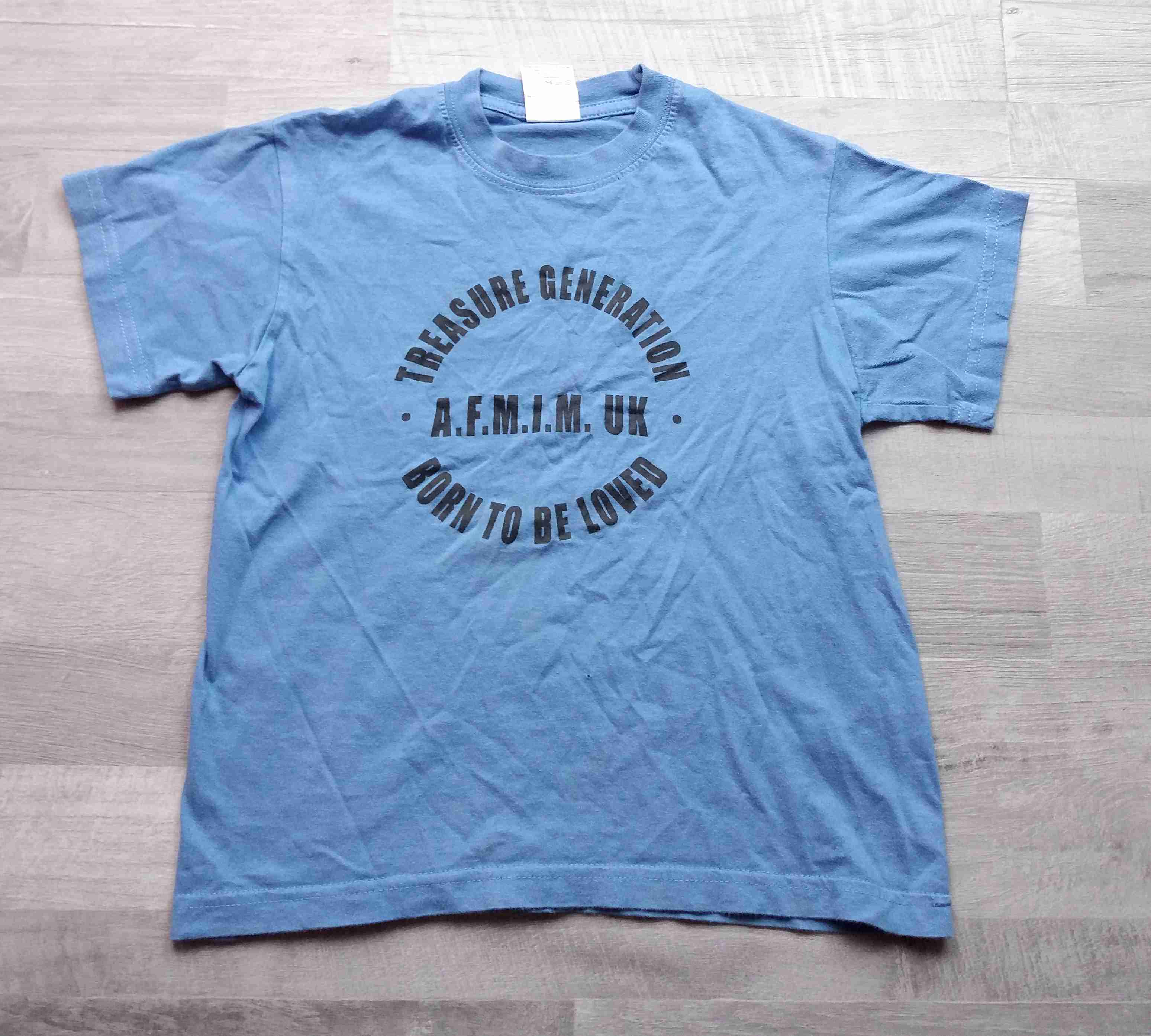 e9a324fd2653 tričko kr.rukáv modré s nápisem vel 128
