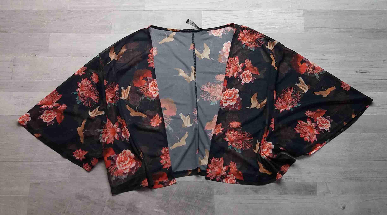 5fd0392f73ea bolerko černé s květy ATMOSPHERE vel L