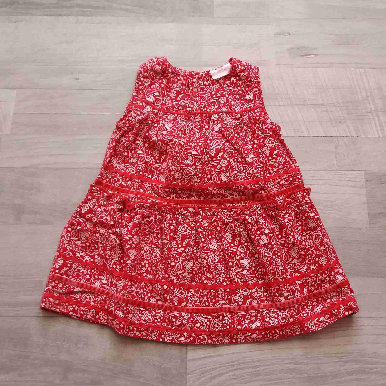 c1b2420c073 šaty manžestrové červené se vzory CHEROKEE vel 68